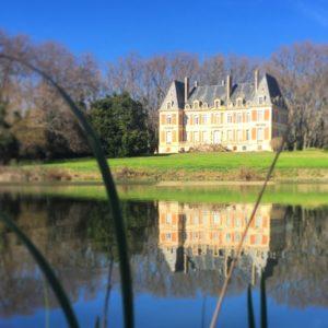 Le château de la Commanderie de Preïssan et le du Canal du Midi